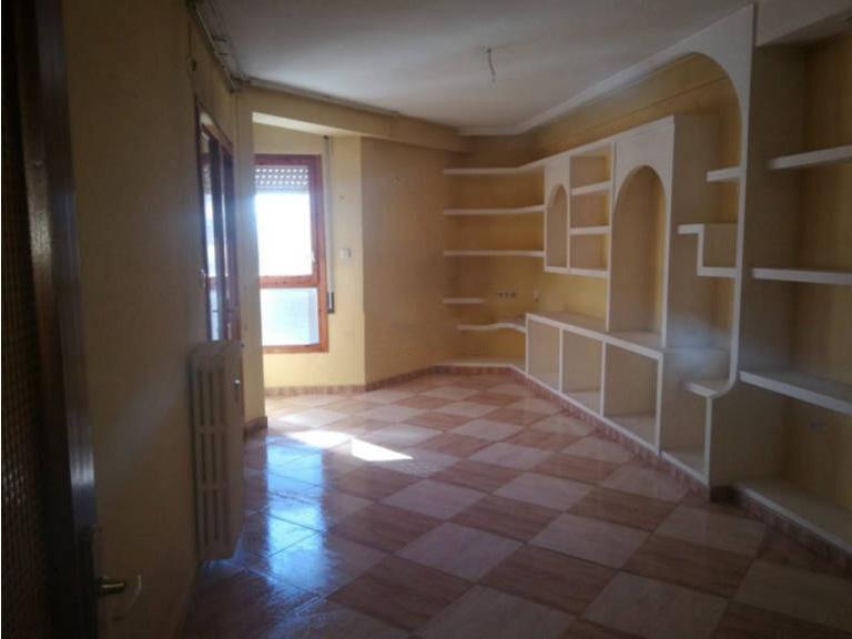 Piso en venta en Jaca, Huesca, Calle Valle Labati, 141.900 €, 3 habitaciones, 2 baños, 101 m2