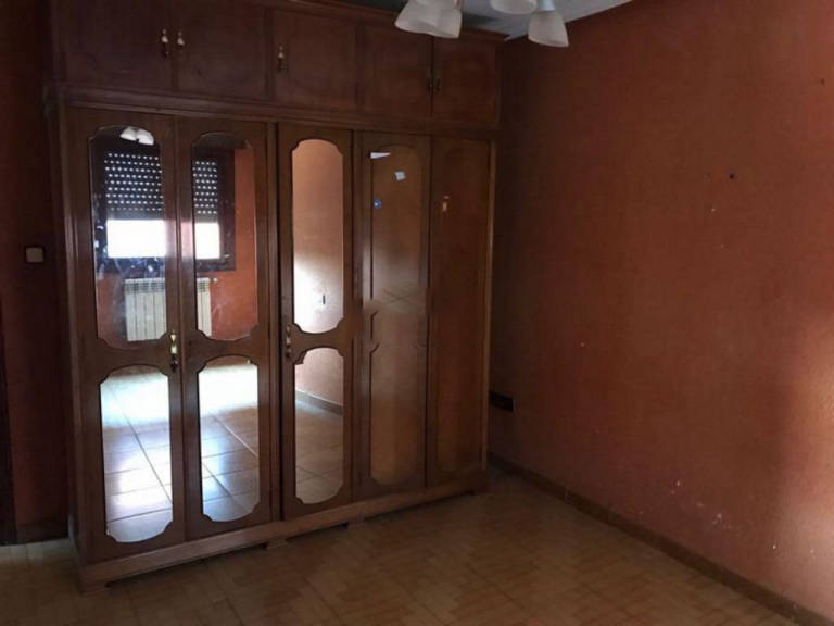 Piso en venta en El Entrego / L`entregu, San Martín del Rey Aurelio, Asturias, Calle Juan Cierva, 55.000 €, 3 habitaciones, 1 baño, 70,09 m2