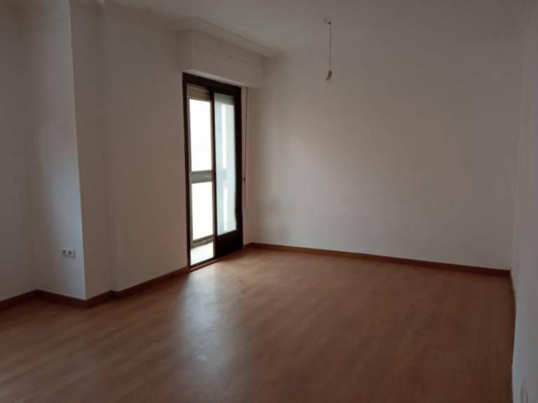 Piso en venta en Distrito Bellavista-la Palmera, Albacete, Albacete, Calle Ignacio Monturiol, 76.000 €, 3 habitaciones, 1 baño, 118 m2