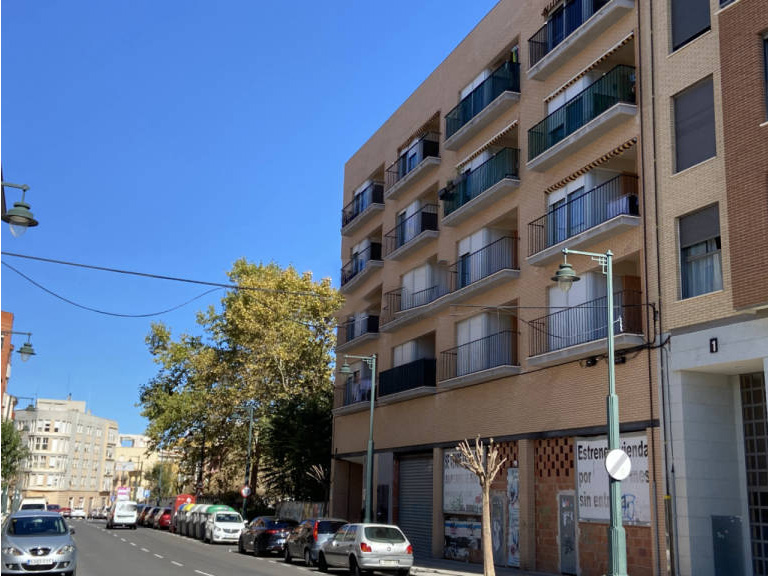 Piso en venta en Zona Alta, Alcoy/alcoi, Alicante, Calle El Cami. Edificio El Parque, 82.000 €, 2 habitaciones, 1 baño, 109,33 m2
