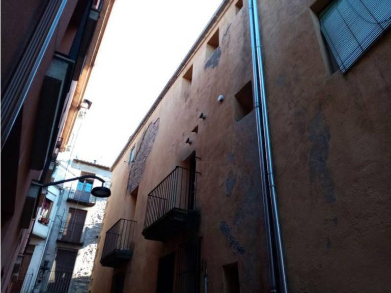 Piso en venta en Piso en Sant Joan de Les Abadesses, Girona, 64.000 €, 3 habitaciones, 1 baño, 124 m2