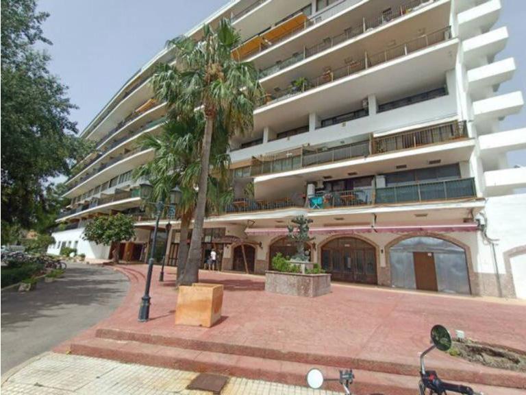 Local en venta en Alcúdia, Baleares, Calle Arta Ed. Concha del Lago, 740.500 €, 144 m2