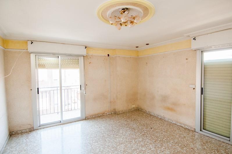 Piso en venta en Elche/elx, Alicante, Calle Leon Sanchez Saez, 67.240 €, 4 habitaciones, 1 baño, 101 m2