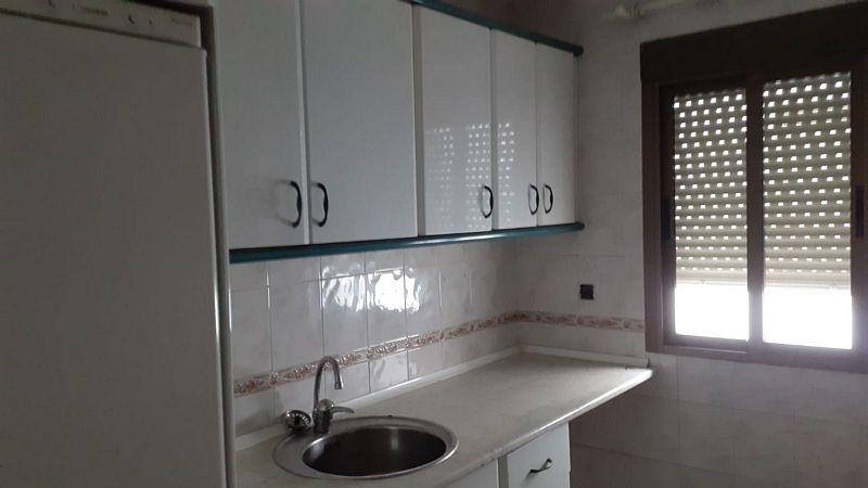 Piso en venta en Badajoz, Badajoz, Calle El Jilguero, 80.000 €, 4 habitaciones, 2 baños, 107 m2
