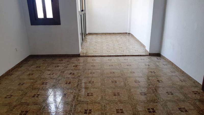 Piso en venta en Nou Barris, Barcelona, Barcelona, Calle Calle Valldaura, 213.000 €, 3 habitaciones, 1 baño, 75 m2