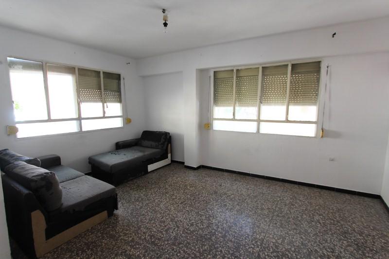 Piso en venta en Son Real, Palma de Mallorca, Baleares, Calle Indalecio Prieto, 60.300 €, 3 habitaciones, 1 baño, 96 m2