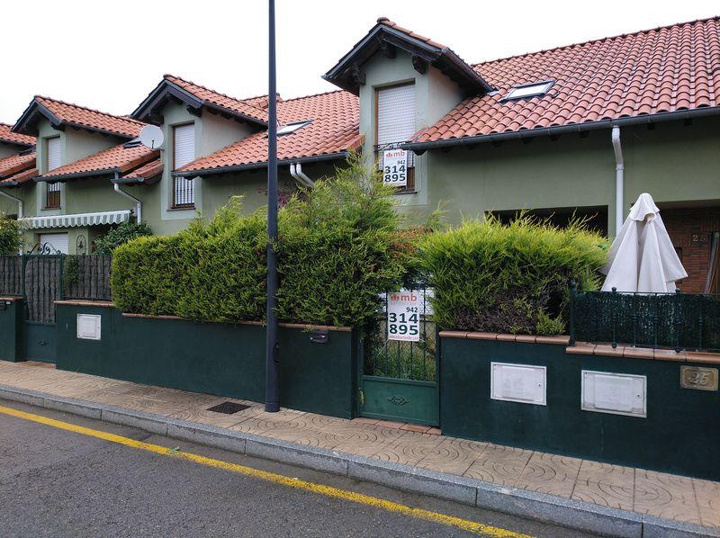 Casa en venta en Barrio Covadonga, Torrelavega, Cantabria, Urbanización Torres-urb Fuente Corino, 202.400 €, 3 habitaciones, 2 baños, 88,2 m2
