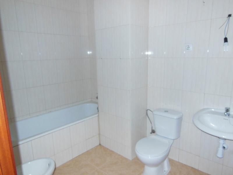 Piso en venta en Castellet I la Gornal, Barcelona, Carretera Barcelona, 110.000 €, 3 habitaciones, 2 baños, 108 m2