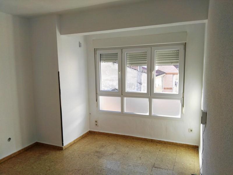 Piso en venta en El Entrego / L´entregu, San Martín del Rey Aurelio, Asturias, Avenida la Paz, 35.000 €, 3 habitaciones, 1 baño, 107 m2