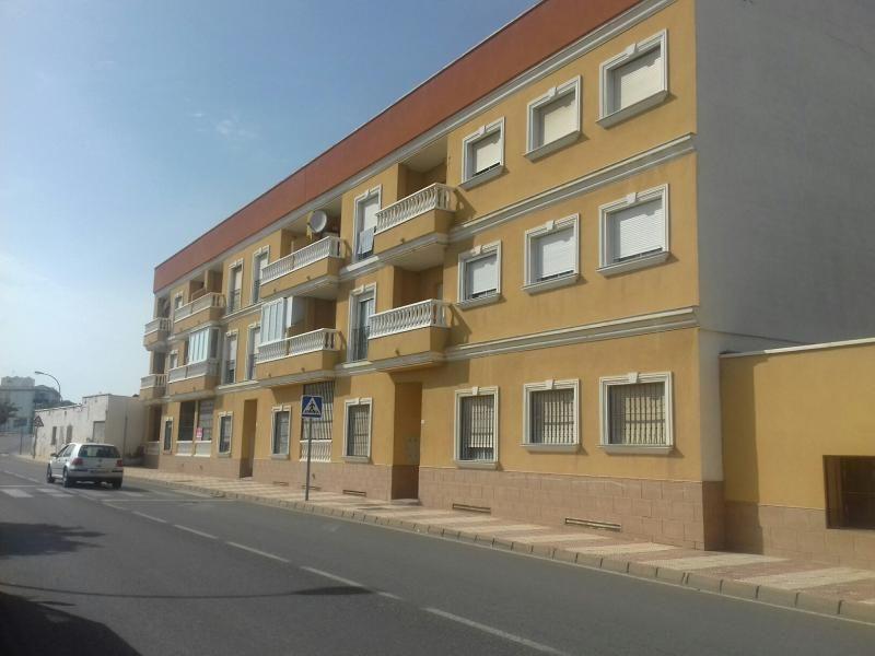 Piso en venta en Piso en Roquetas de Mar, Almería, 61.300 €, 1 habitación, 1 baño, 73 m2
