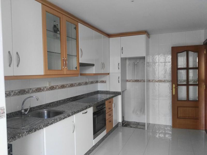 Piso en venta en Piso en Carballo, A Coruña, 134.000 €, 3 habitaciones, 2 baños, 110 m2