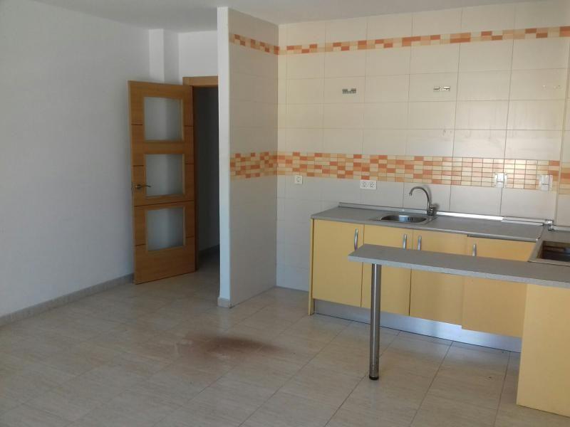 Piso en venta en Piso en Roquetas de Mar, Almería, 87.000 €, 3 habitaciones, 1 baño, 83 m2