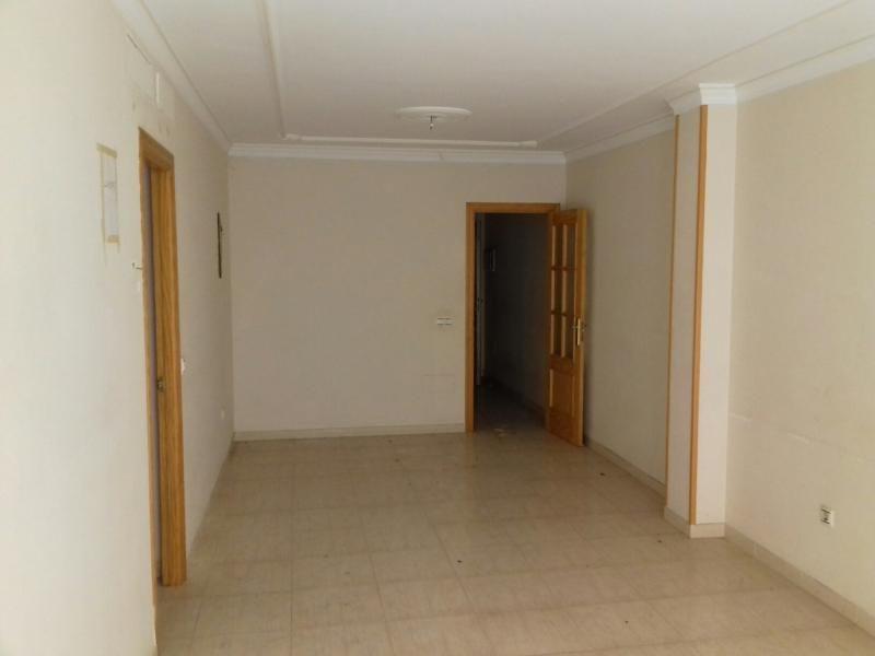 Piso en venta en Piso en Roquetas de Mar, Almería, 80.200 €, 3 habitaciones, 2 baños, 140 m2, Garaje