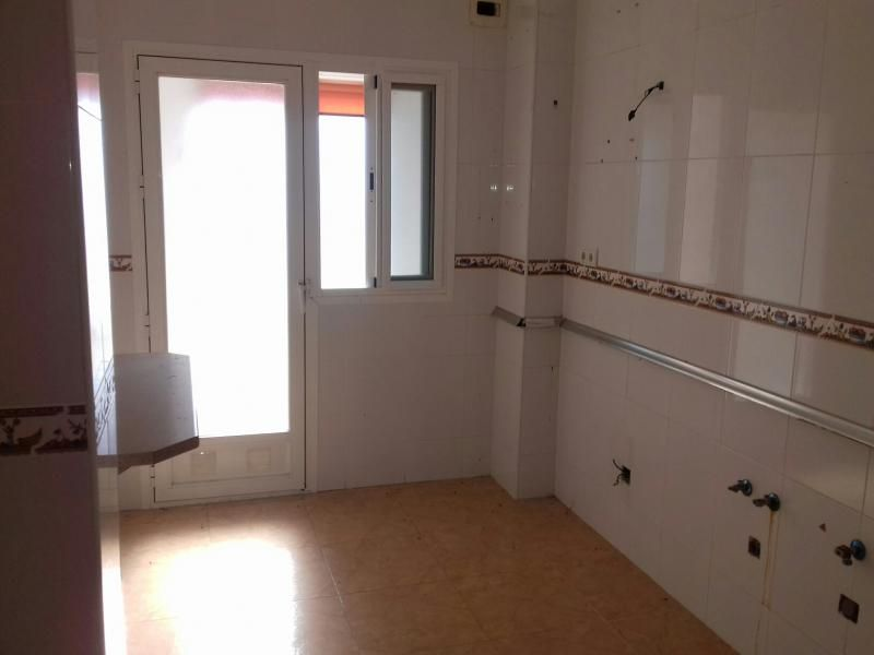 Piso en venta en Piso en Roquetas de Mar, Almería, 72.000 €, 2 habitaciones, 1 baño, 83 m2