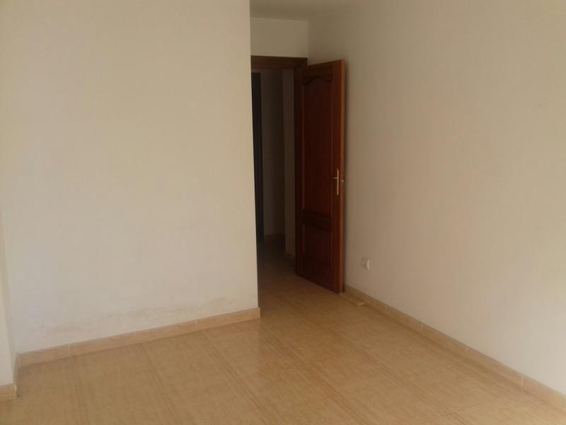 Piso en venta en Piso en Roquetas de Mar, Almería, 71.100 €, 2 habitaciones, 1 baño, 100 m2