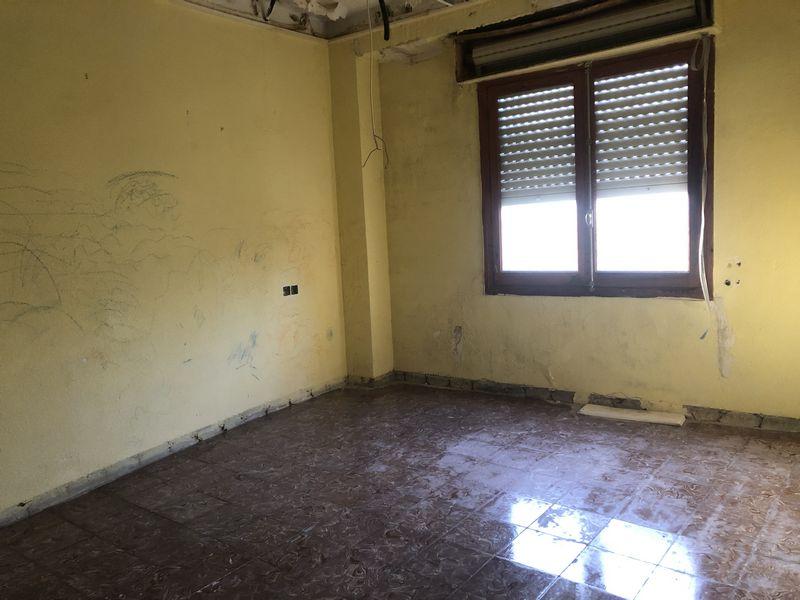 Piso en venta en Elda, Alicante, Calle Virgen del Remedio, 31.000 €, 3 habitaciones, 1 baño, 107,85 m2