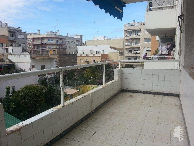 Piso en venta en Benicarló, Castellón, Calle Dels Sants Martirs(abdo I Senen), 59.000 €, 4 habitaciones, 2 baños, 110 m2