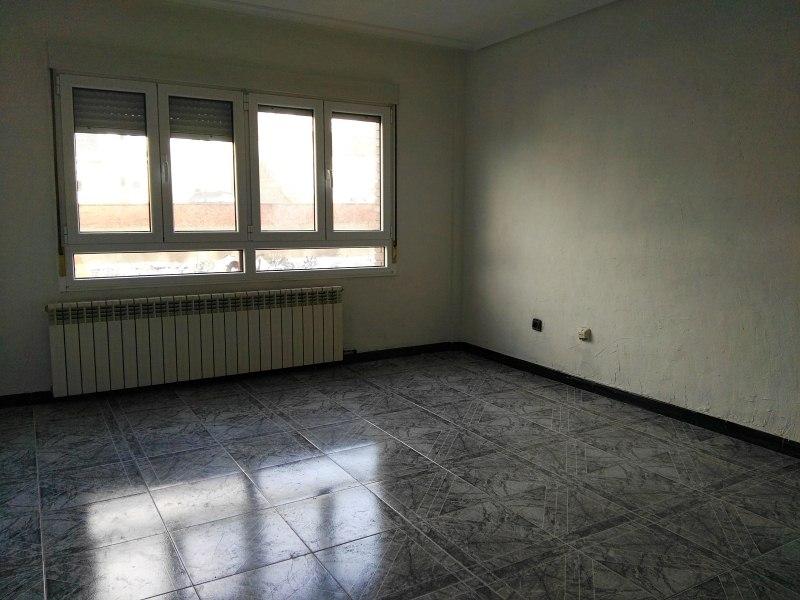 Piso en venta en Cancienes, Corvera de Asturias, Asturias, Avenida del Principado, 82.000 €, 3 habitaciones, 2 baños, 113 m2