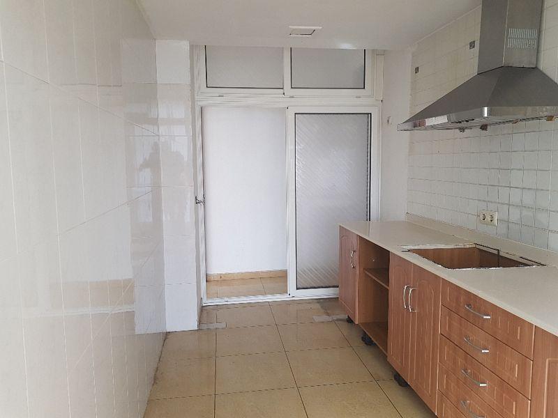 Piso en venta en Piso en Arrecife, Las Palmas, 102.000 €, 2 habitaciones, 2 baños, 80 m2