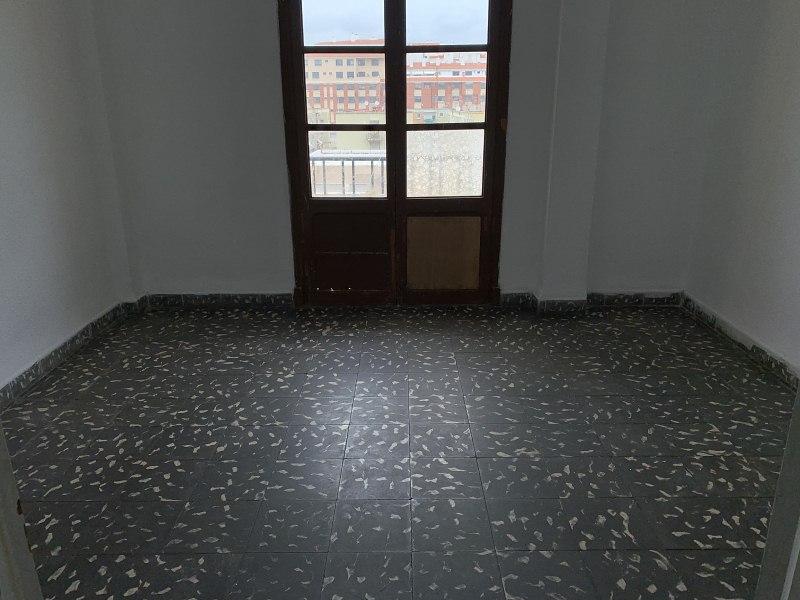 Piso en venta en Urbanización Penyeta Roja, Castellón de la Plana/castelló de la Plana, Castellón, Calle Hermanos Villafañe, 31.000 €, 3 habitaciones, 1 baño, 73 m2