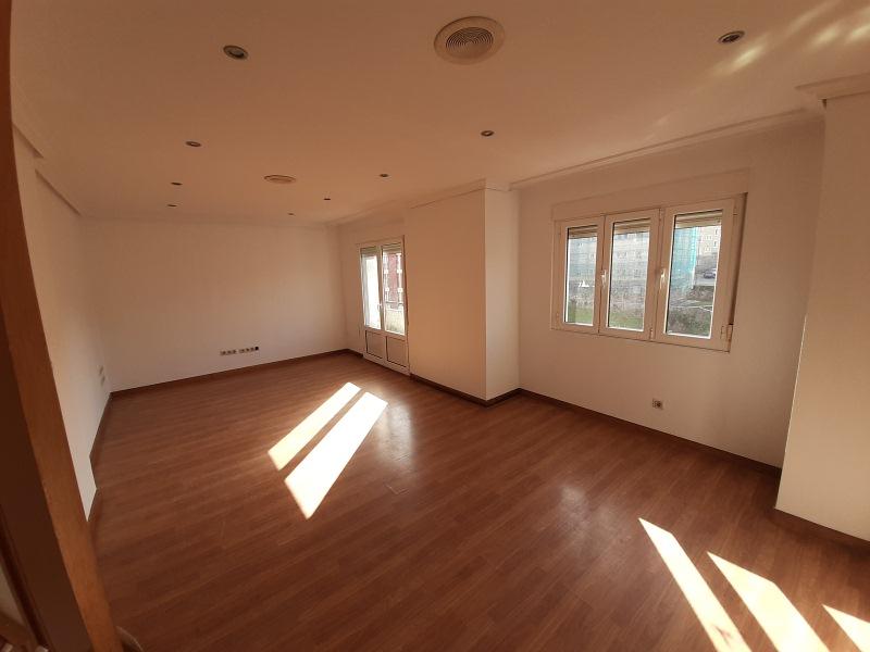 Piso en venta en Llaranes, Avilés, Asturias, Avenida Telares,de Los, 87.000 €, 3 habitaciones, 1 baño, 102 m2