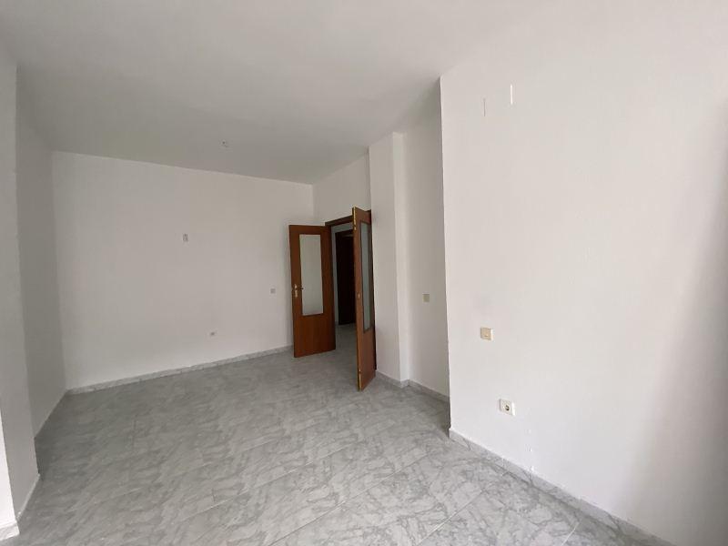 Piso en venta en Piso en Gibraleón, Huelva, 86.000 €, 4 habitaciones, 2 baños, 109 m2
