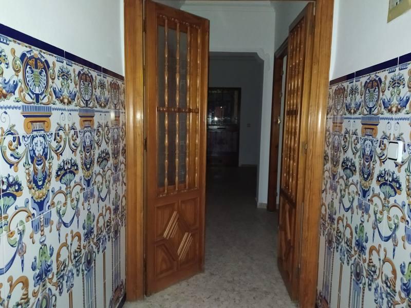 Piso en venta en Piso en Alcalá de Guadaíra, Sevilla, 102.500 €, 2 habitaciones, 1 baño, 105 m2