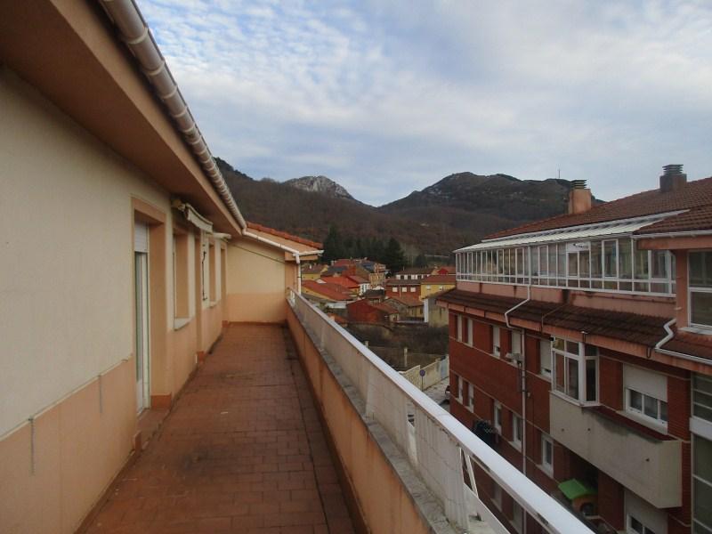 Piso en venta en La Pola de Gordón, la Pola de Gordón, León, Calle Travesía Severo Ochoa, 83.000 €, 3 habitaciones, 2 baños, 96 m2