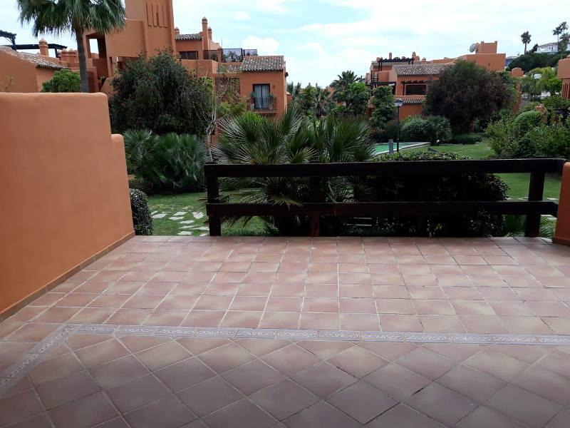 Piso en venta en Piso en Estepona, Málaga, 203.000 €, 2 habitaciones, 2 baños, 122 m2, Garaje