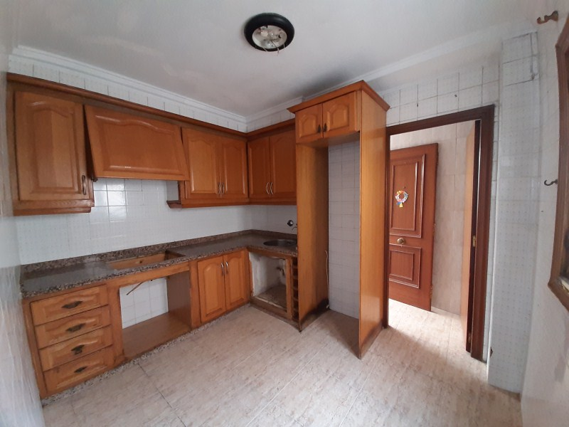 Piso en venta en Carrús Oest, Elche/elx, Alicante, Calle Monserrate Gilabert Valero, 53.000 €, 4 habitaciones, 1 baño, 101 m2