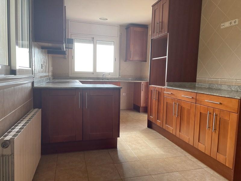 Piso en venta en Les Palmeres, Canyelles, Barcelona, Urbanización de Canyelles, 301.000 €, 4 habitaciones, 3 baños, 264 m2