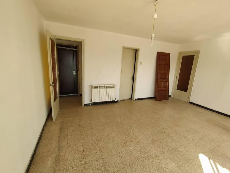 Piso en venta en Guadalhorce, Terrassa, Barcelona, Avenida Santa Eulalia, 103.000 €, 3 habitaciones, 1 baño, 76 m2