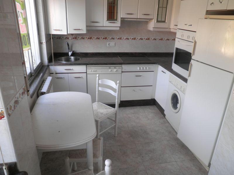 Piso en venta en España, los Corrales de Buelna, Cantabria, Calle Marcial Fernandez Lopez, 95.000 €, 3 habitaciones, 1 baño, 91 m2