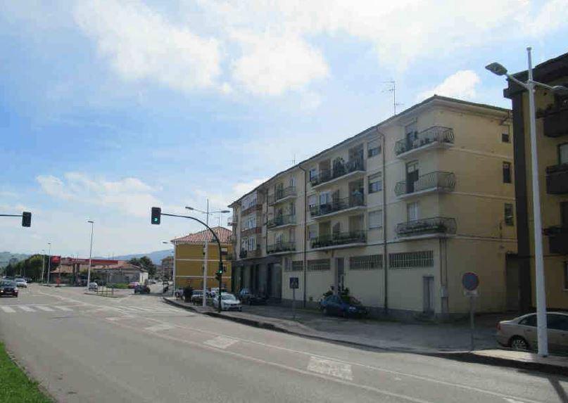 Piso en venta en Barrio Covadonga, Torrelavega, Cantabria, Calle Jose Maria Cabañas, 68.700 €, 3 habitaciones, 1 baño, 129 m2