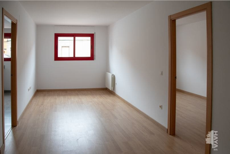 Piso en venta en Piso en Cassà de la Selva, Girona, 126.000 €, 3 habitaciones, 2 baños, 79 m2