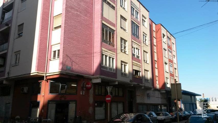Piso en venta en La Inmobiliaria, Torrelavega, Cantabria, Calle Marqueses de Valdecilla Y Pelayo, 90.000 €, 4 habitaciones, 1 baño, 141 m2