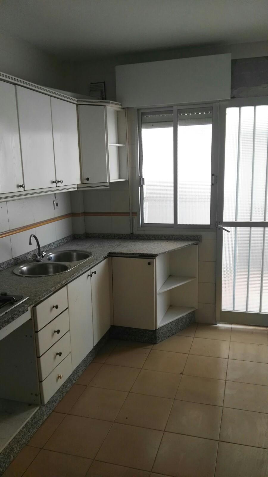 Piso en venta en Encinas Reales, Encinas Reales, Córdoba, Calle Corona, 54.000 €, 3 habitaciones, 2 baños, 109 m2