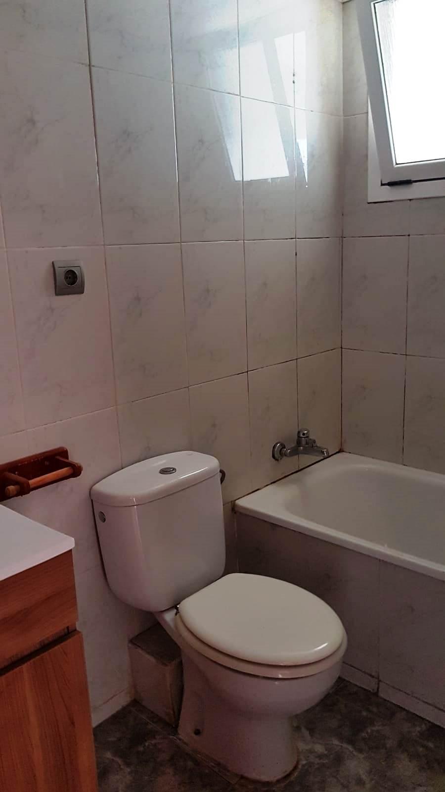 Piso en venta en Piso en Ripollet, Barcelona, 135.000 €, 3 habitaciones, 1 baño, 75 m2
