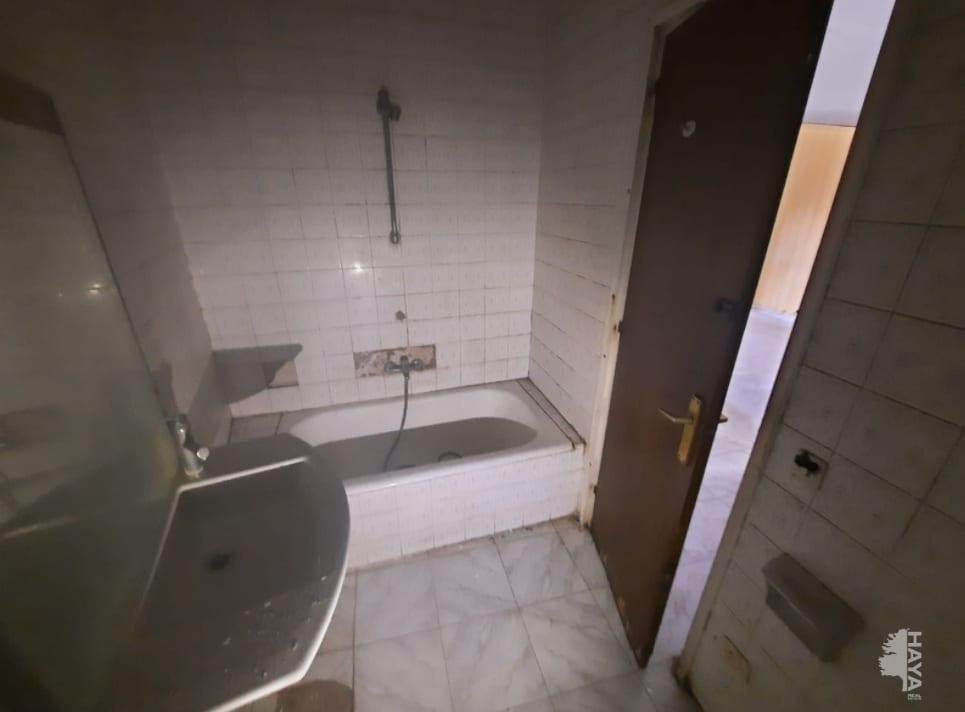 Piso en venta en Piso en Cassà de la Selva, Girona, 76.200 €, 3 habitaciones, 1 baño, 72 m2