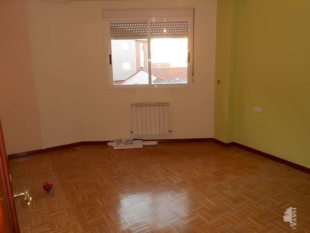 Piso en venta en Navatejera, Villaquilambre, León, Calle Goya-nv, 128.000 €, 4 habitaciones, 1 baño, 143 m2