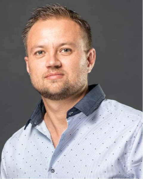 Real Estate Agent - Riaan Horn