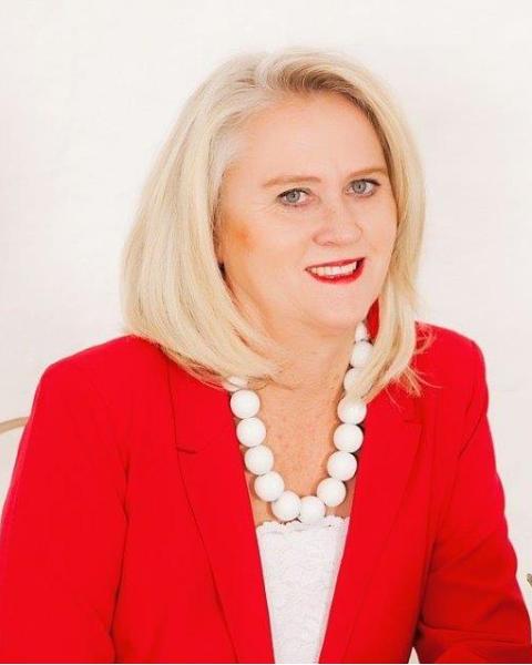 Real Estate Agent - Muggie Lofty Eaton
