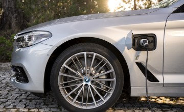 BMW to sell 5 Series plug-in hybrid