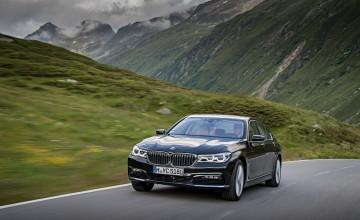 BMW 7 Series plugs into hybrid power
