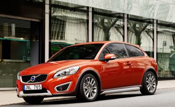 Volvo cuts C30 sports coupe prices