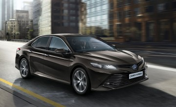 Toyota brings back Camry saloon