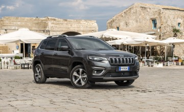 Jeep Cherokee stays on the wild side