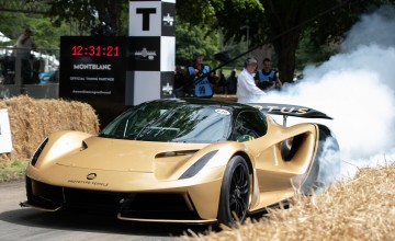 Crowds wowed by Goodwood gems