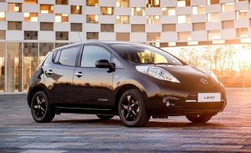 Nissan Leaf in the black