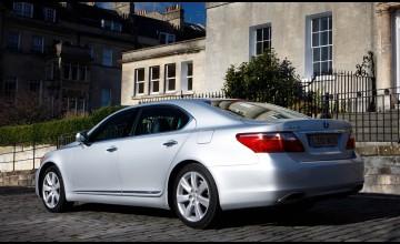 Luxury hybrid enjoys an upgrade